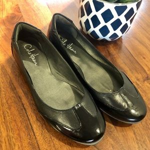 Cole Haan Flats (LOOKS NEW CONDITION)